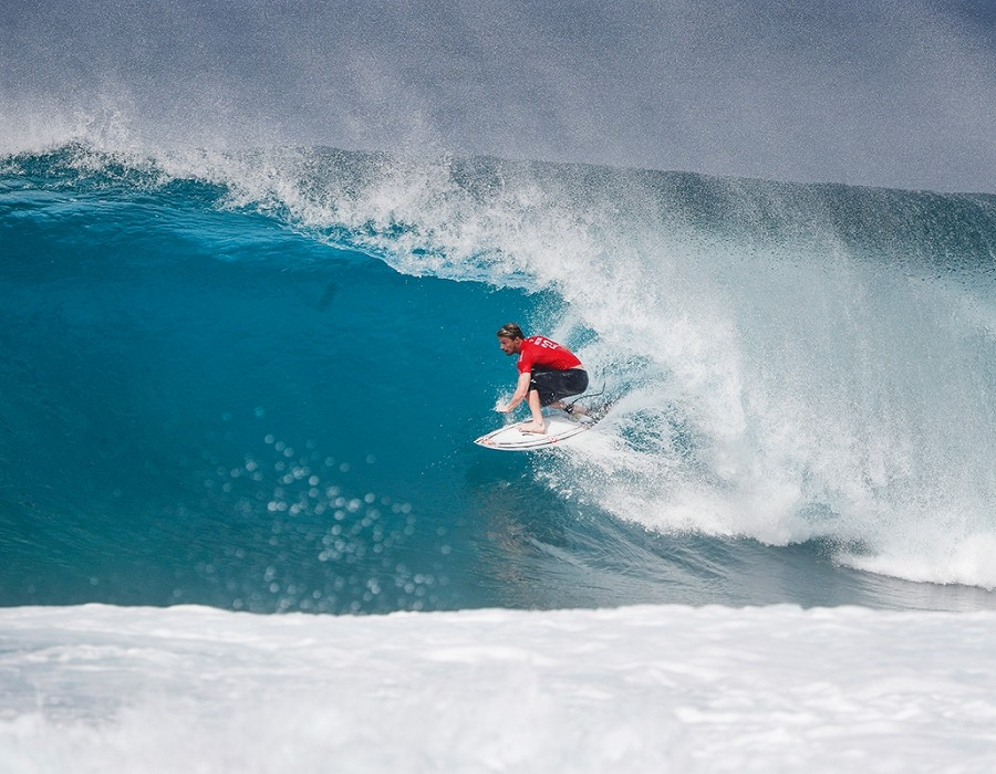 Kolohe Andino winning Quarter Final Heat 1 of the Billabong Pipe Masters.   © WSL / Poullenot