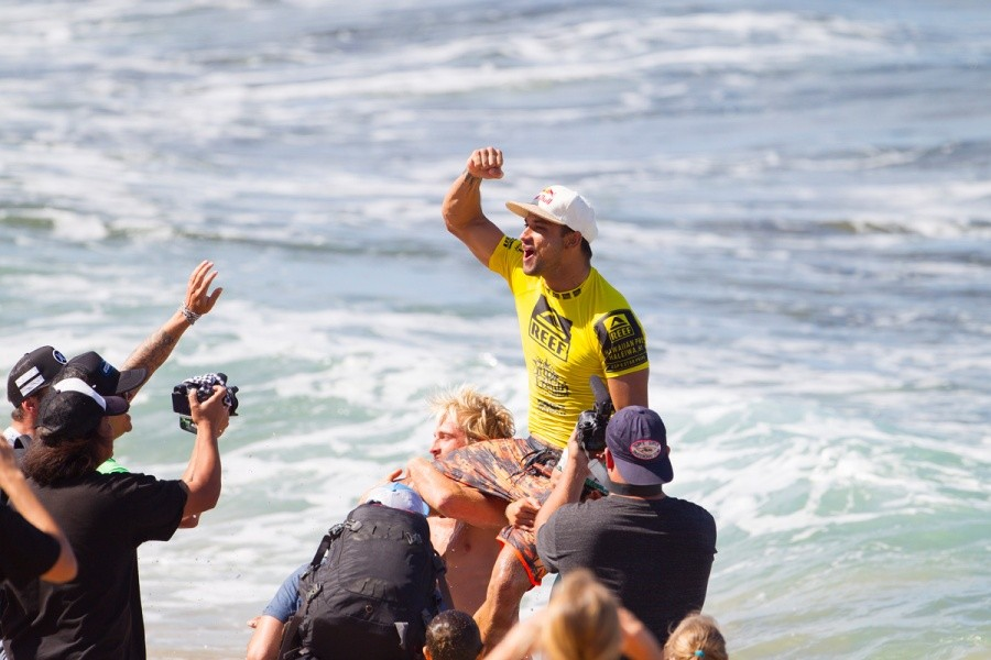 Michel Bourez celebrates his victory at the Reef Hawaiian Pro.   © ASP / Kirstin
