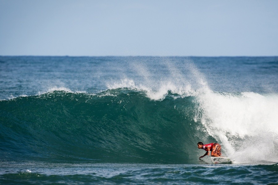 Michel Bourez (PYF) has won at Haleiwa before and so far is through to the Semi Finals today.   © ASP / Cestari
