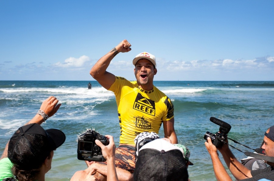 Michel Bourez (PYF) claimed the REEF Hawaiian Pro title for the 2nd time in his career.   © ASP / Cestari