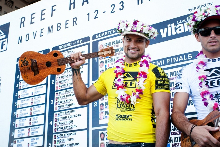 Michel Bourez (PYF) wins the REEF Hawaiian Pro and now leads the VANS Triple Crown ratings.   © ASP / Cestari