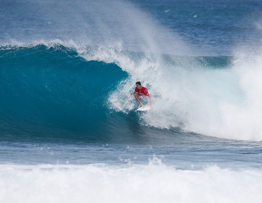 Ryan Callinan placed second in Heat 3 of Round Five of the Billabong Pipe Masters.   © WSL / Poullenot