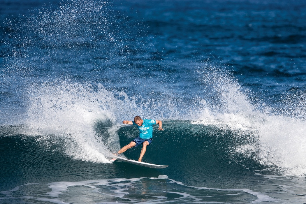 Davey Cathels of Australia advances to round three by placing second in heat 5 round two.   © WSL / Heff