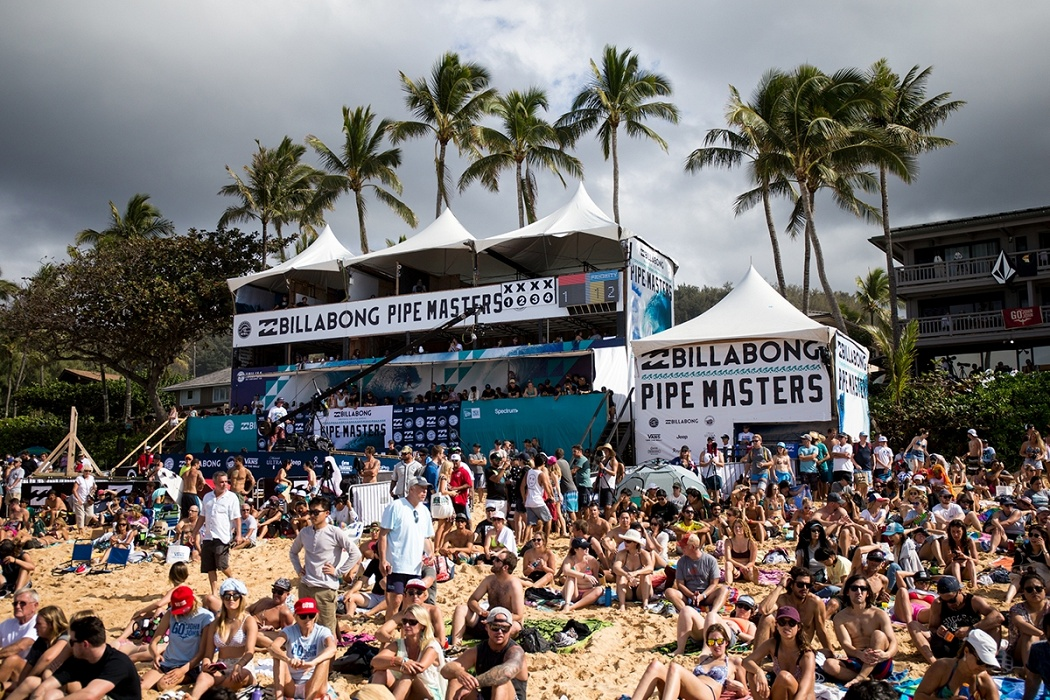 Big crowds at the Billabong Pipe Masters.   © WSL / Heff