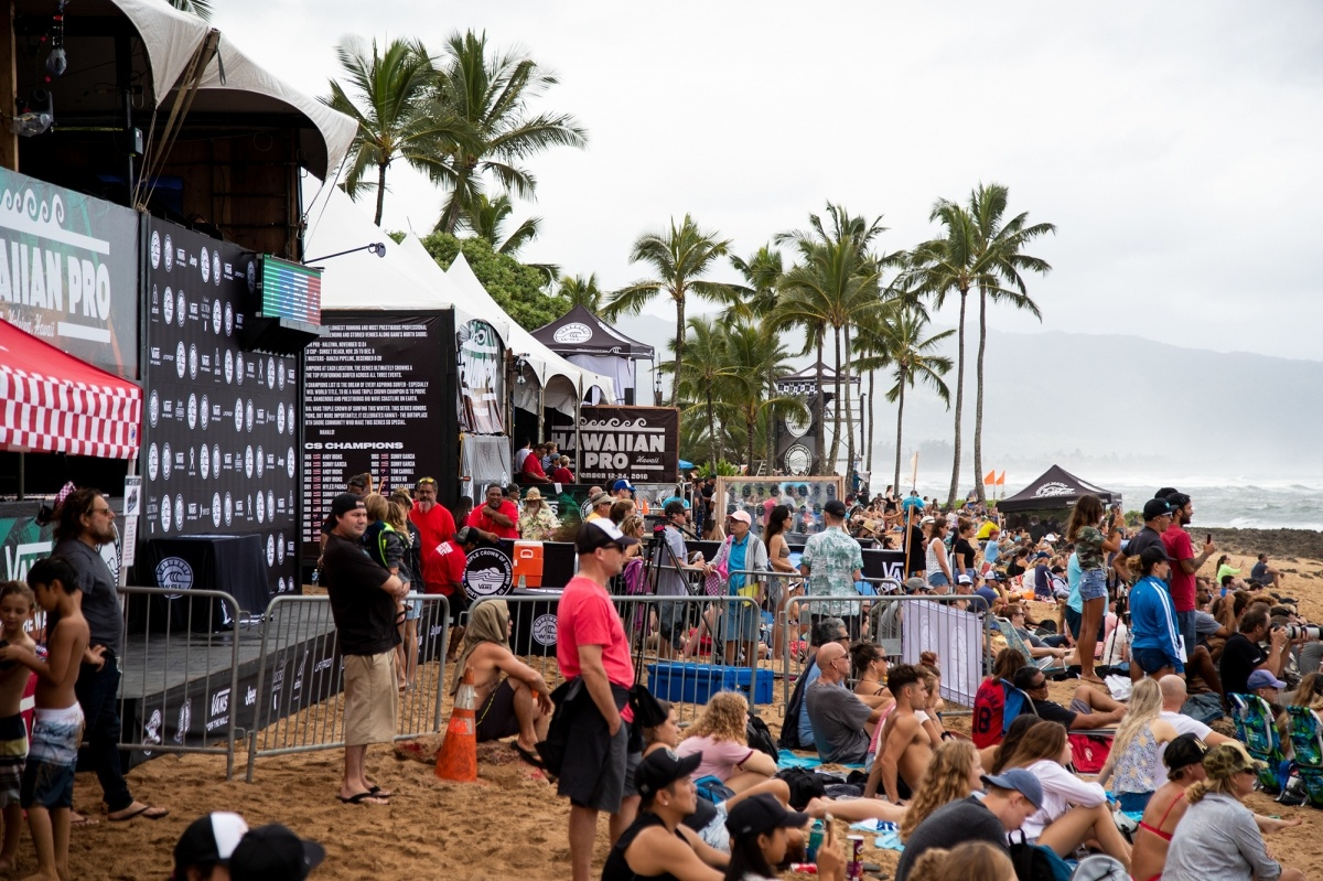 Crowds at Haleiwa for the 2018 Hawaiian Pro.   © WSL / Heff