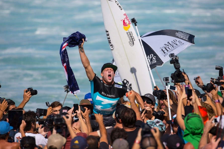 Mick Fanning celebrates his third ASP World Title victory.   © ASP / Kirstin