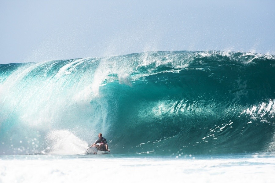Mick Fanning (AUS) leaning into the rail as a World Champion does.   © ASP / Cestari
