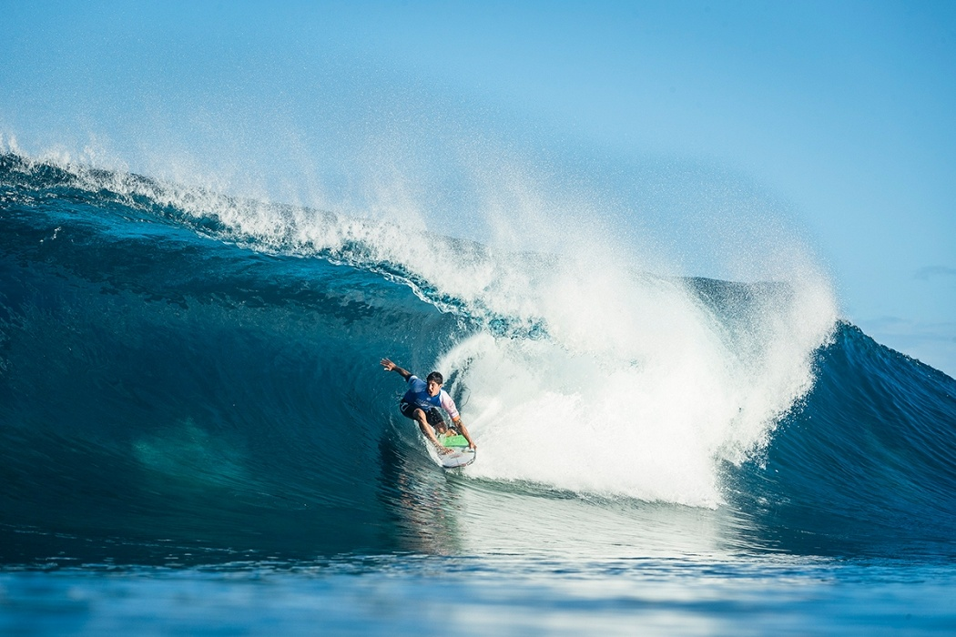 Gabriel Medina advances to Round 4   © WSL / Poullenot
