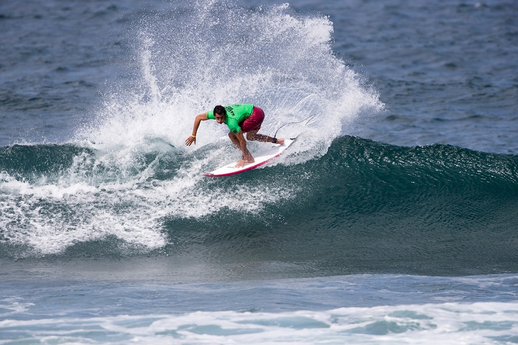 Maxime Huscenot of France advances to round three.   © WSL / Keoki