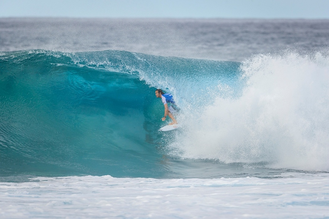Jordy Smith saw his title hopes disappear today on Round 3.   © WSL / Poullenot