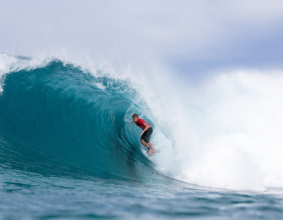 Kolohe Andino wins quarterfinal 1 of the Billabong Pipe Masters.   © WSL / Heff