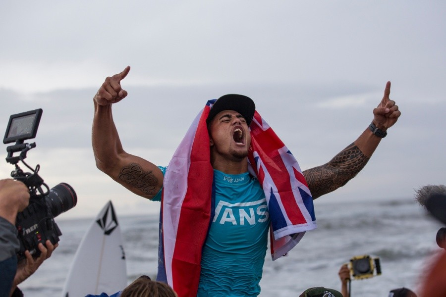 Ezekial Lau wins the Vans World CUp of Surfing.   © ASP / Kirstin