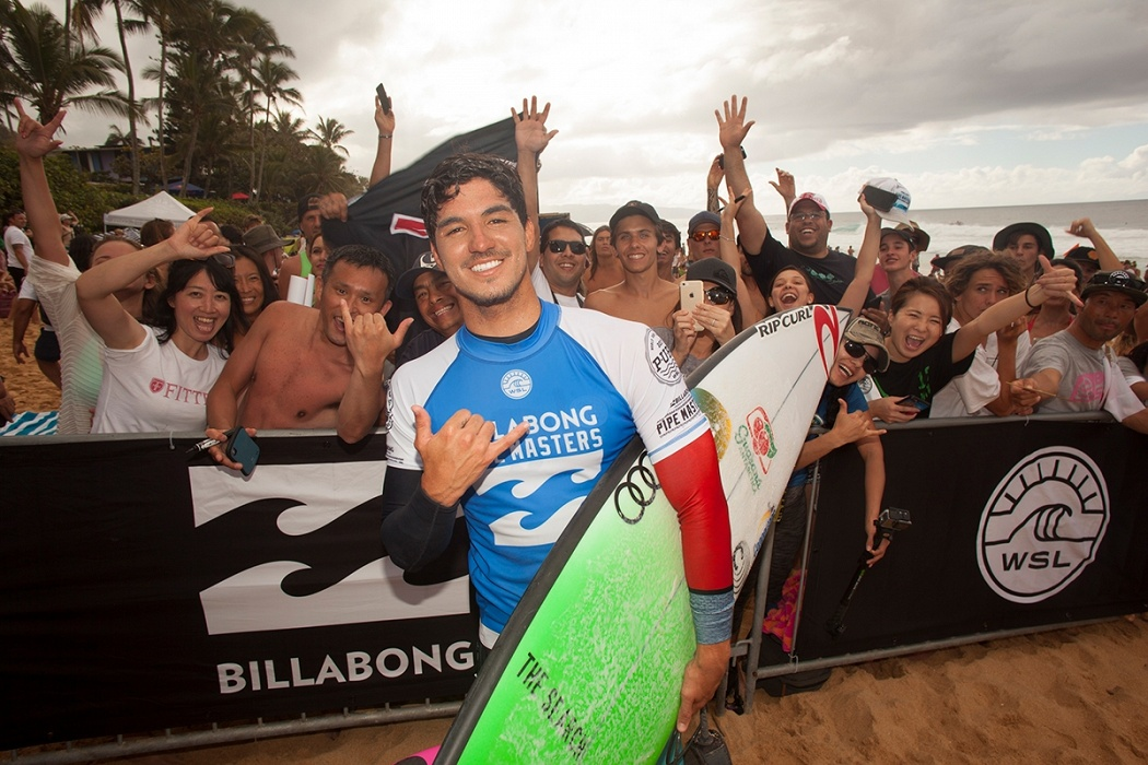 Gabriel Medina advances to Round 4.   © WSL / Sherman