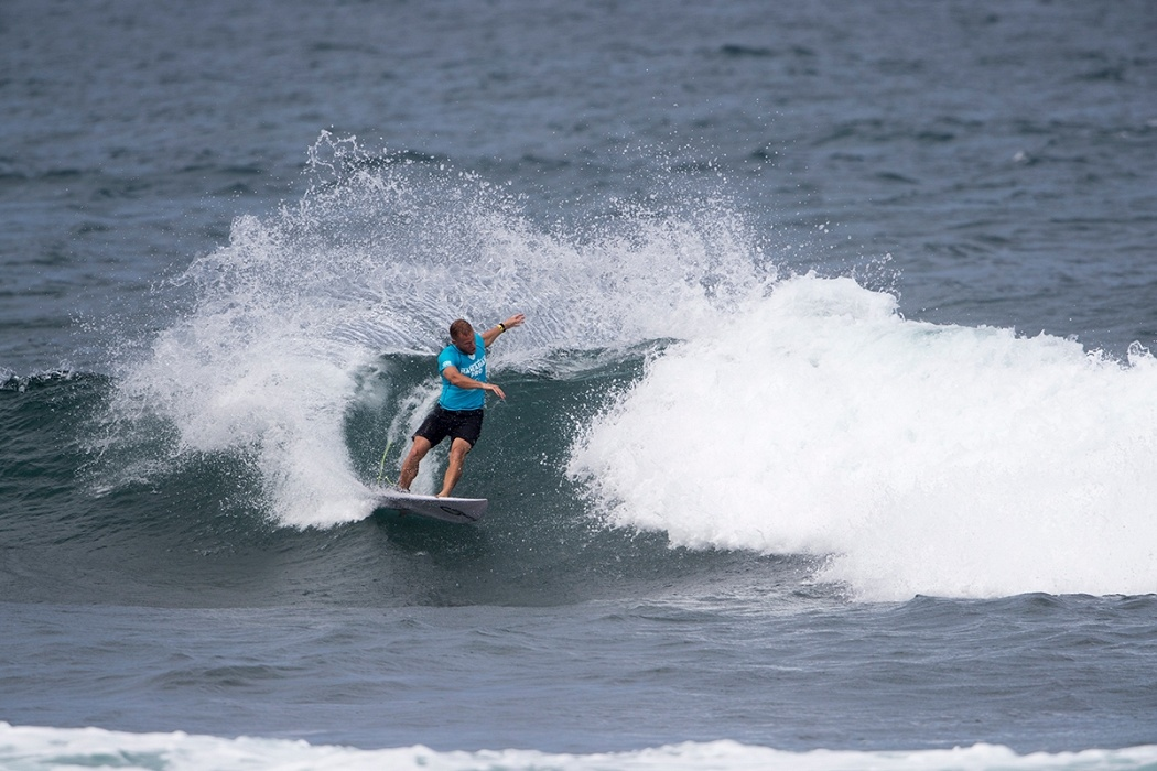 Adam Melling of Australia wins round two heat nine of the Hawaiian Pro in Haleiwa.   © WSL / Keoki