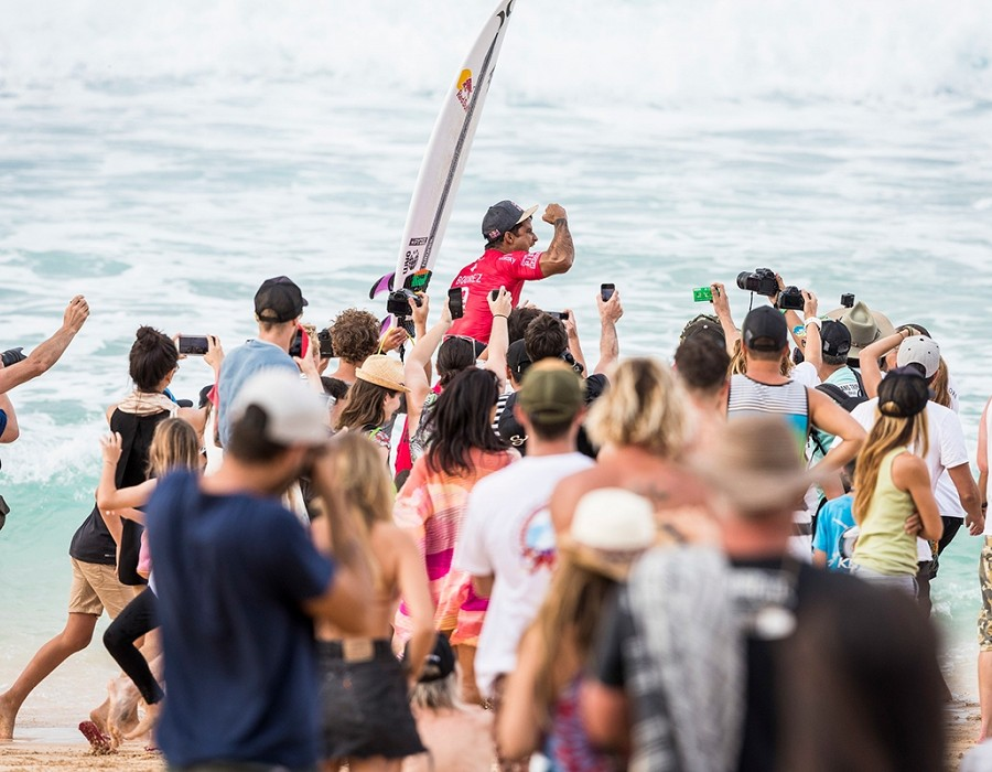 Billabong Pipe Master Champion Michel Bourez.   © WSL / Poullenot