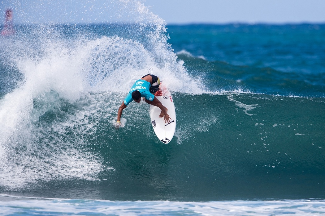 Seth Moniz of Hawaii places fourth and is eliminated in heat 14 of round two.   © WSL / Heff