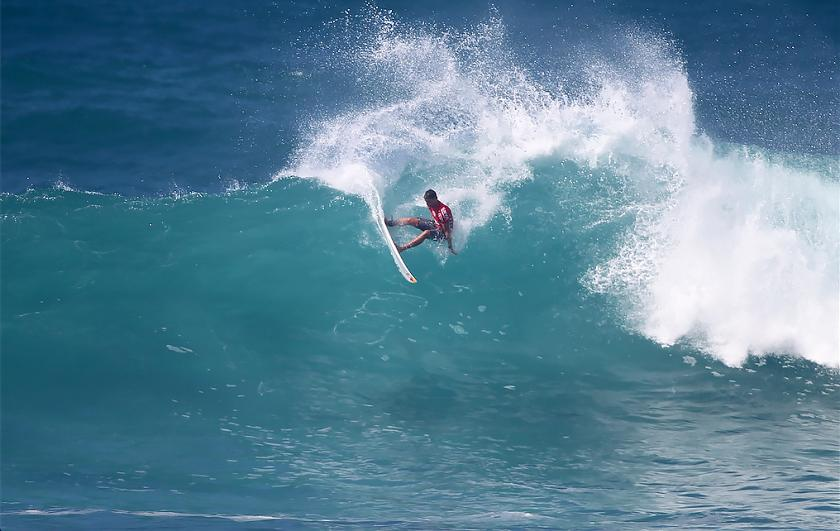 MAUI'S IAN WALSH DOMINATES BIG SUNSET IN HUNT FOR 2ND HIC PRO TITLE