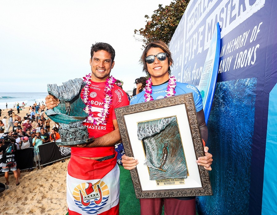 Finalists Michel Bourez and Kanoa Igarashi.   © WSL / Cestari