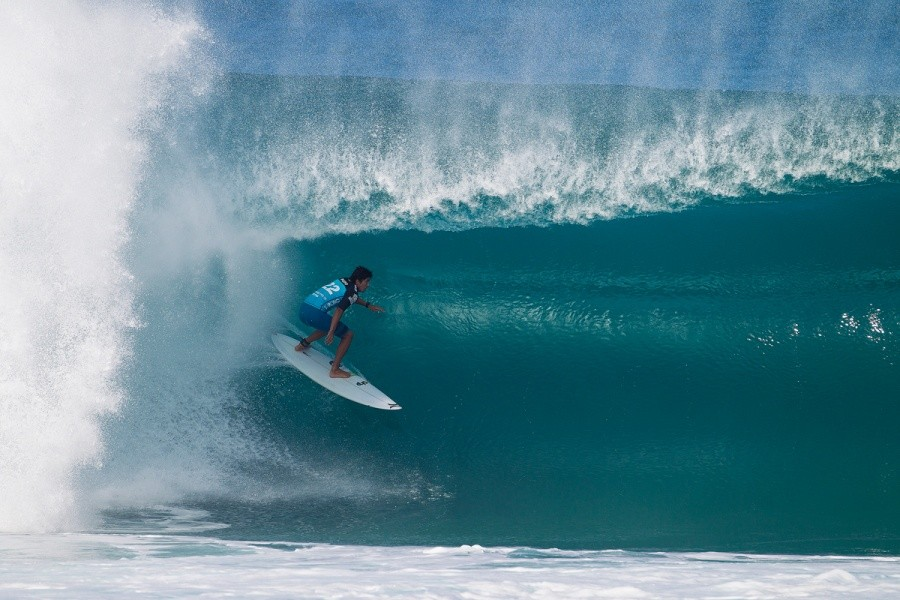 Miguel Pupo inside one of the bigger waves of the day.   © ASP / Kirstin