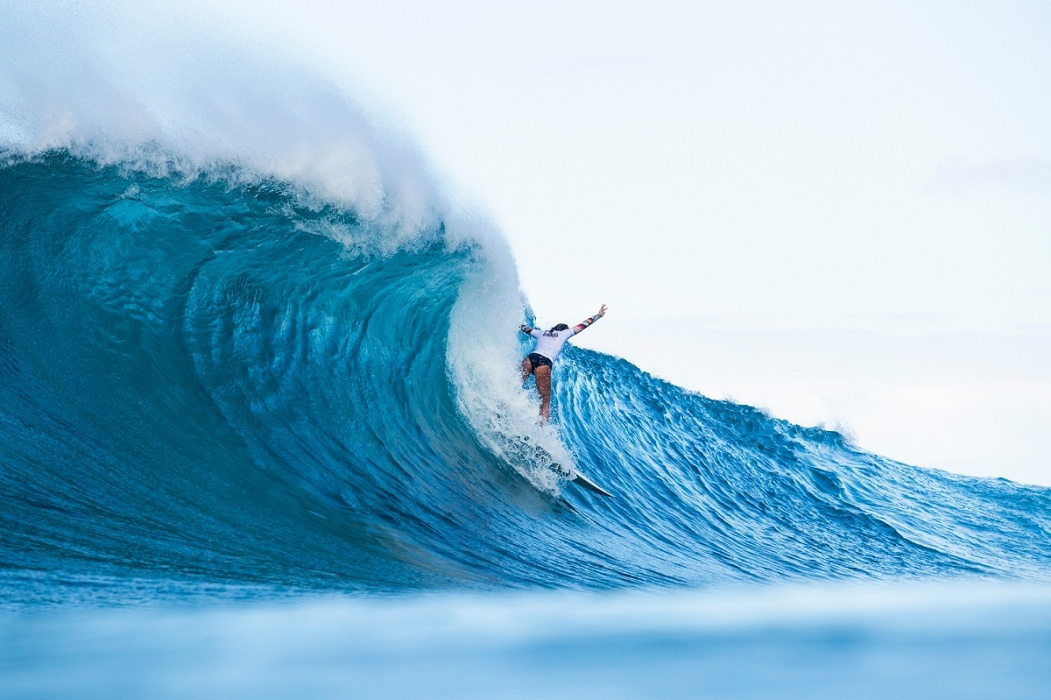 Alessa Quizon at the Women's Pipe Invitational.   © WSL / Cestari