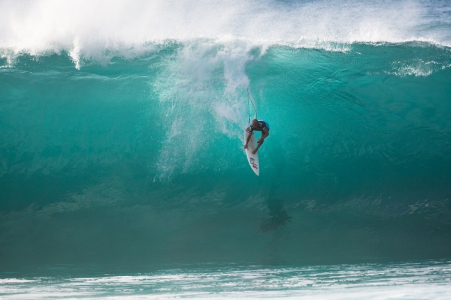 Kelly Slater (USA) threw all he had John John Florence (HAW) to beat him in the final which included an elevator drop on a solid Pipe wave.   © ASP / Cestari