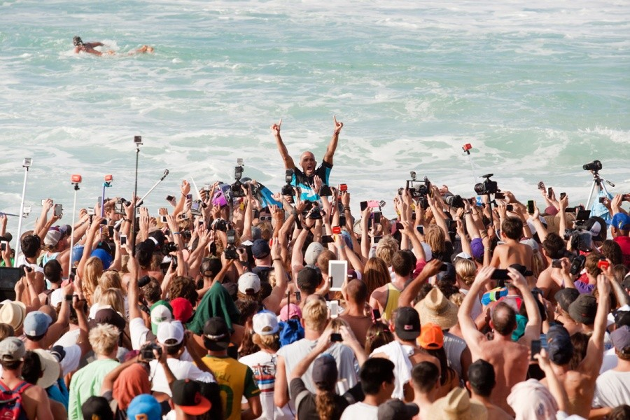 Kelly Slater (USA) rises from a sea of fans as the 2013 Billabong Pipe Masters Champion.   © ASP / Cestari