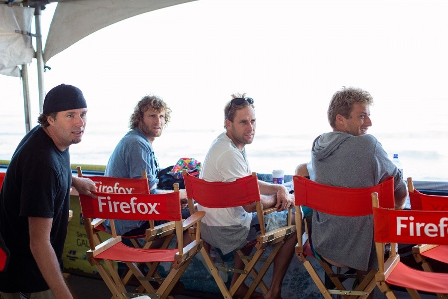 Travis Lee, Jay Thompson, Tom Whittaker and Sebastien Zietz watching the replay.   © ASP / Kirstin