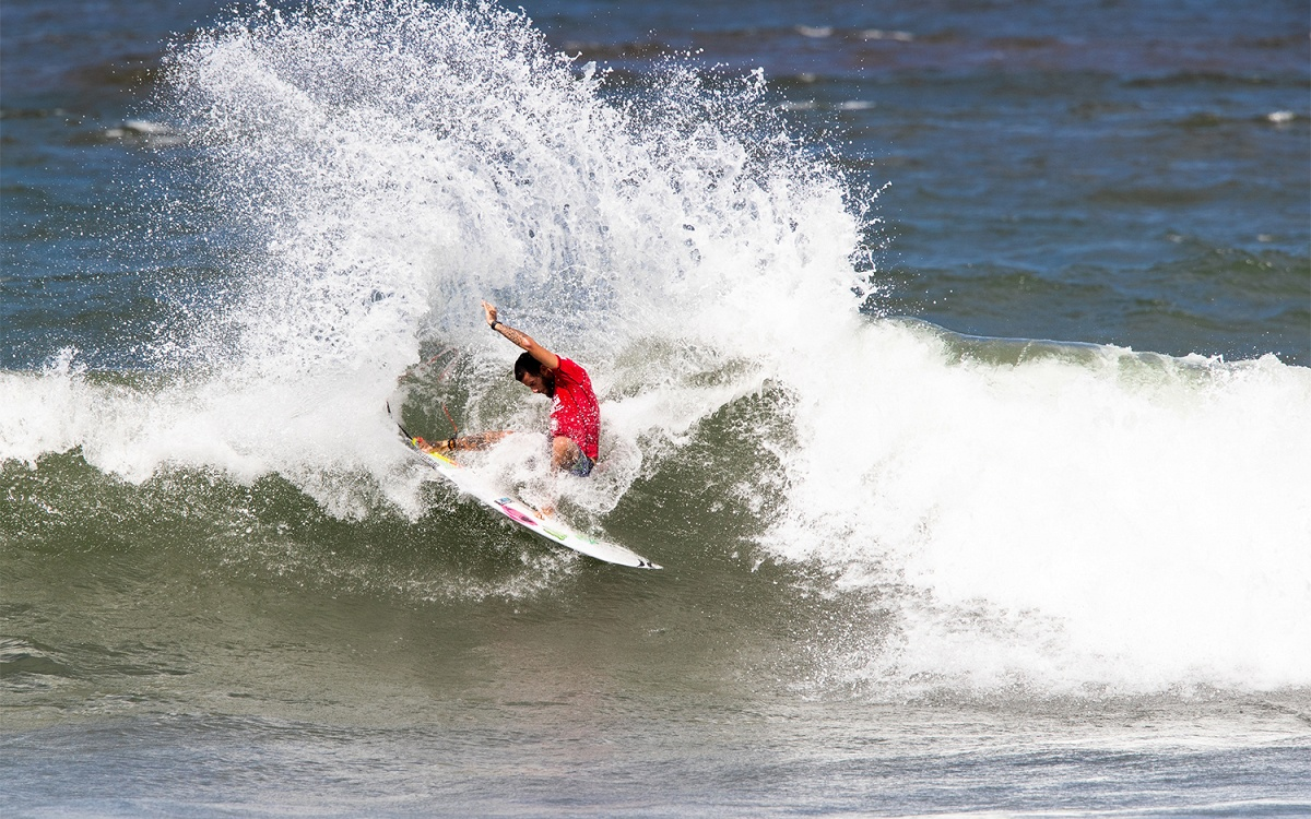 World Title Contender, Defending Winner Filipe Toledo Advances at Hawaiian Pro