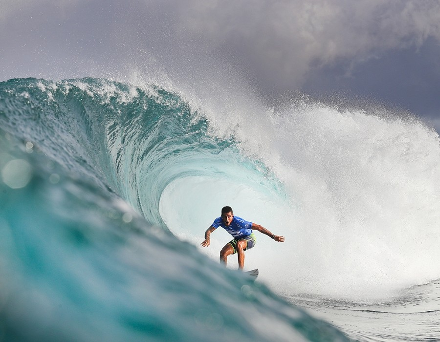 Filipe Toledo placed third in Heat 1 of Round Four of the Billabong Pipe Masters.   © WSL / Cestari