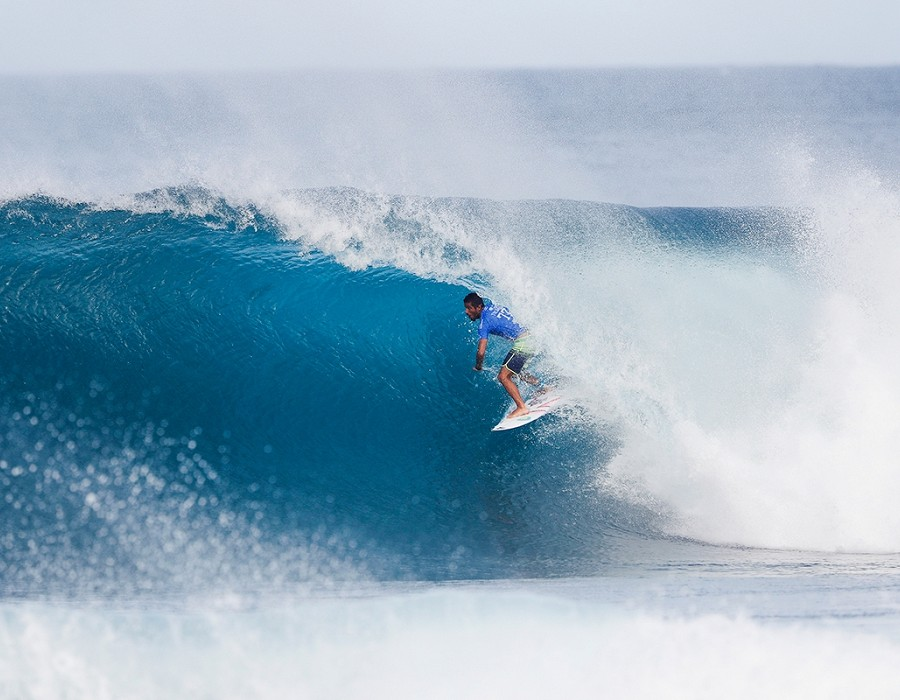 Filipe Toledo scored a perfect 10 in Heat 2 of Round Five.   © WSL / Poullenot
