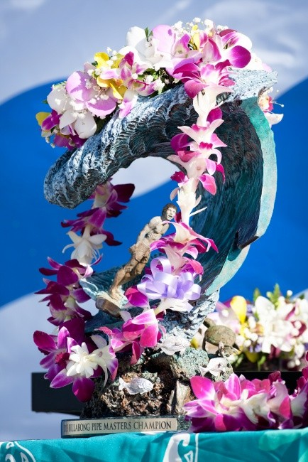 The Billabong Pipe Masters Trophy is a beautiful thing indeed.   © ASP / Cestari