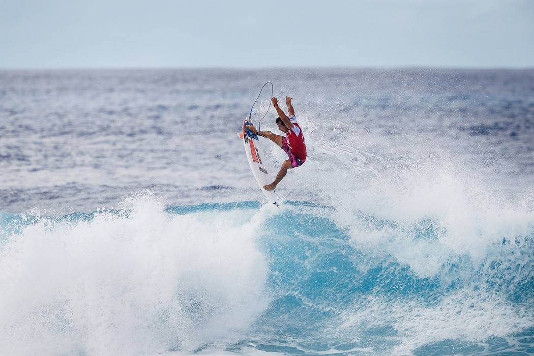 Julian Wilson saw his title hopes go down today at Pipe.   © WSL / Heff