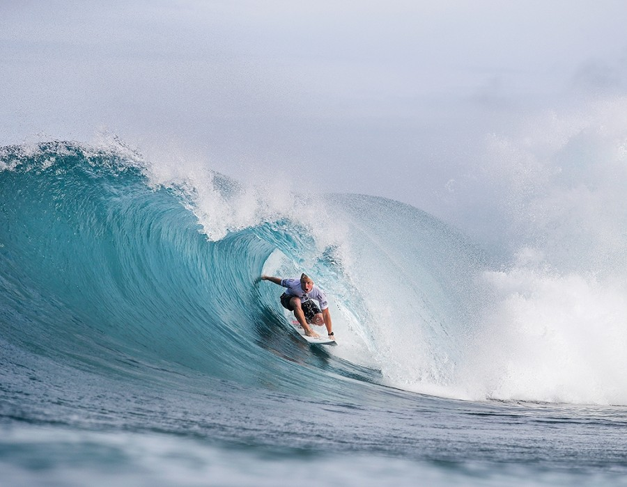 Nat Young placed third in Heat 3 of Round Four of the Billabong Pipe Masters.   © WSL / Cestari