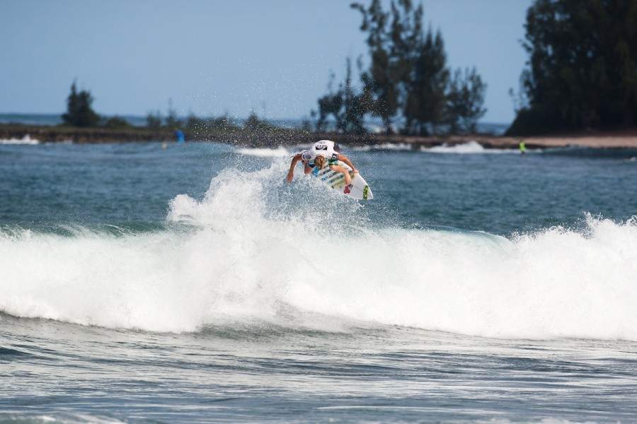 Sebastien Zietz (HAW) made a good effort at defending his REEF Hawaiian Pro title but is now out of the event after the Quarter Finals.   © ASP / Cestari
