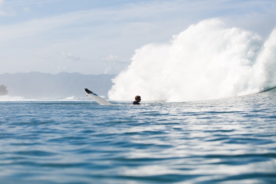 Sebastien Zietz (HAW) bailing his board only to surface and find it in two pieces.   © ASP / Cestari